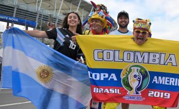Argentinos y colombianos se toman con alegría su debut en la Copa América