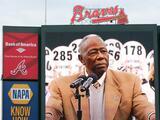 """Henry """"Hank"""" Aaron, miembro del Salón de la Fama y leyenda de los Bravos de Atlanta, muere a los 86 años"""