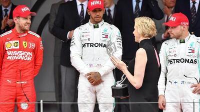 'Carrerón' de Hamilton ante Verstappen para ganar el Gran Premio de Mónaco en honor a Niki Lauda