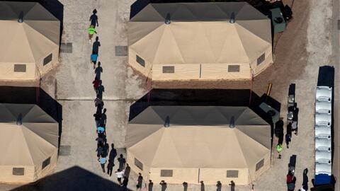 ICE libera a cientos de inmigrantes indocumentados esta Navidad