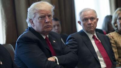 Opiniones divididas generan los comentarios de Donald Trump contra Jeff Sessions