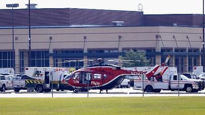 Uno de los jóvenes heridos en el tiroteo en una escuela de Texas permanece en condición crítica