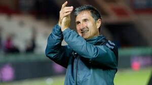 Por miedo a COVID-19, DT en Albania se ausenta de partido de su equipo