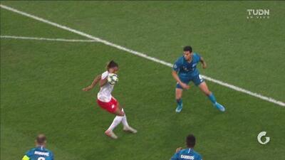 ¡El VAR deja helado al Leipzig! Se le anula el primer gol al cuadro alemán por una mano