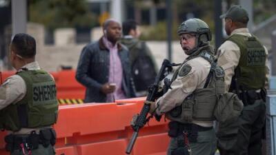 """""""Disparó intencionalmente"""": por primera vez en 20 años un policía de Los Ángeles es acusado de asesinato"""