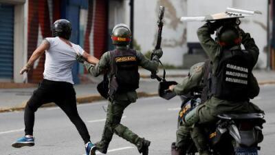 """""""Cómo es posible que entren a una audiencia 28 niños"""": van más de 80 menores de edad detenidos en Venezuela"""