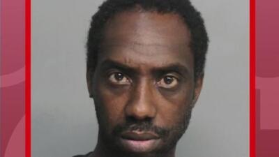 Comparece en corte un hombre acusado de realizar actos lascivos frente a estudiantes en Miami-Dade