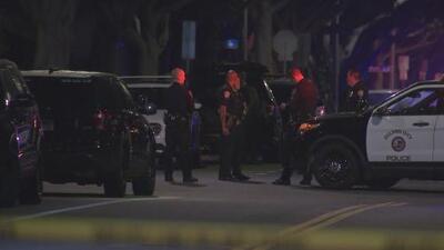 Un sospechoso armado irrumpió en una casa en Santa Mónica y terminó baleado por la policía