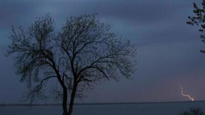 Una tormenta golpea el sur de EEUU y deja a miles de personas sin luz
