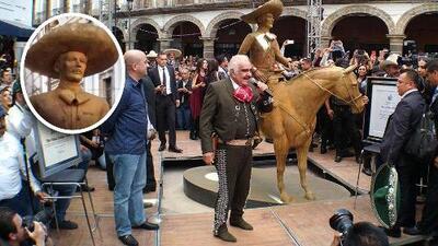 La estatua de Vicente Fernández es fea como la de Cristiano Ronaldo, según locutores de El Free-guey