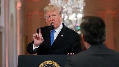 CNN demanda a Trump por retirar la credencial de prensa de la Casa Blanca a Jim Acosta tras altercado con el presidente