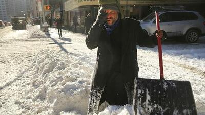 Nueva York es azotado con la primera tormenta invernal del año y la nieve subirá hasta ocho pies de altura