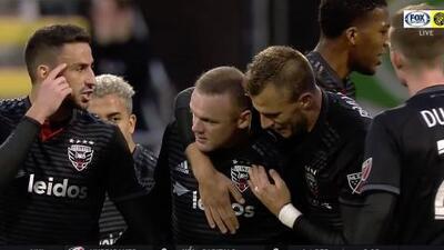 Wayne Rooney fusila al portero desde fuera del área y DC United abre el marcador