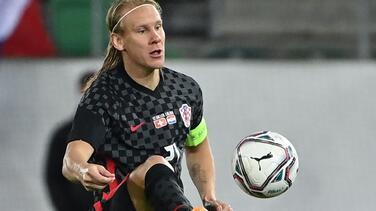 ¡A lo Justin Turner! Futbolista de Croacia juega con COVID-19