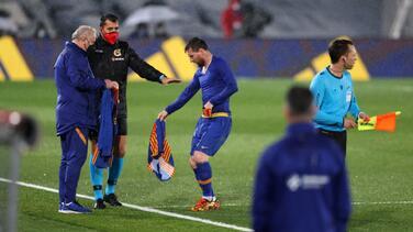 No pudo con el Madrid ni con el clima: Messi tembló de frío