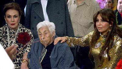 Con 100 años y viajando en avión: Laura Zapata se trae a su abuelita a los Estados Unidos