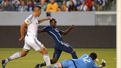 LA Galaxy pierde invicto de 23 partidos en casa, tras gol de Kekutah Manneh