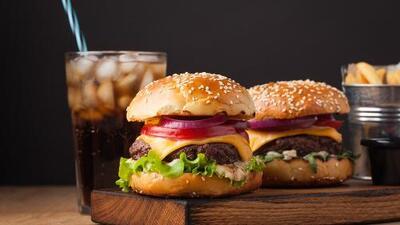 Si tomas muchas sodas y carnes procesadas corres un alto riesgo de contraer cáncer