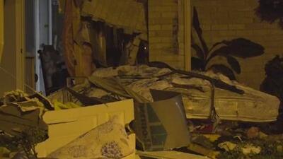 Hombre hispano muere tras choque de presunto conductor en estado de ebriedad contra su casa