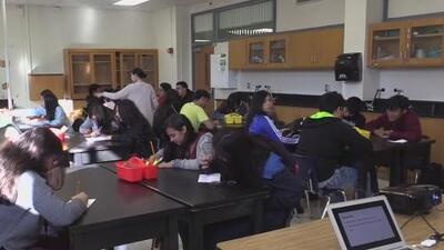 Estudiantes cuyas escuelas resultaron afectadas por los tornados en Dallas reanudan sus actividades académicas