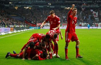 En fotos: Bayern Munich supera 3-0 al Eintracht Frankfurt y se trepa al segundo sitio