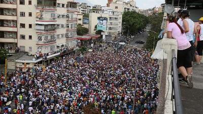 En medio del apagón general, Guaidó da mitin en zona chavista y Maduro amenaza con más represión