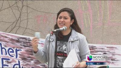 Estudiantes indocumentados de Illinois piden equidad en acceso a becas