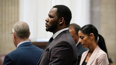Arrestan de nuevo al cantante R. Kelly por presuntamente reclutar mujeres y niñas para participar en actividades sexuales ilegales