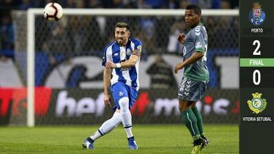 Con gol de Héctor Herrera, Porto volvió a ganar y sostuvo la cima