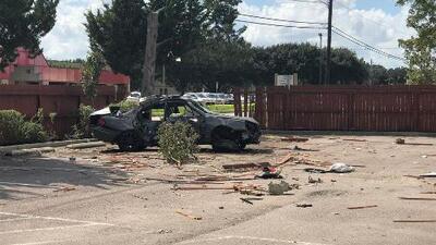 Conductor choca al suroeste de Houston, se baja del auto y luego cae al suelo con heridas aparentes de bala