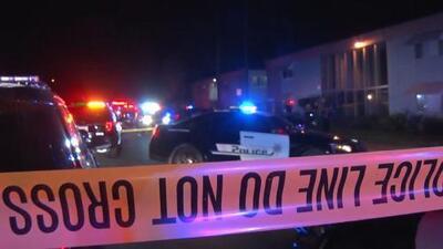 En un minuto: Un tiroteo en unos apartamentos deja 10 heridos en San Bernardino