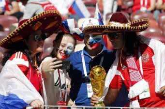 Los fanáticos sueñan en grande en el duelo entre Rusia y España en el Mundial