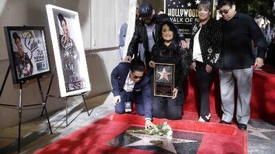A 22 años de la muerte de Selena, le otorgan estrella en el Paseo de la Fama de Hollywood