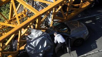 """""""Fue aterrador"""": una grúa se desploma sobre varios autos y mata a 4 personas en Seattle"""