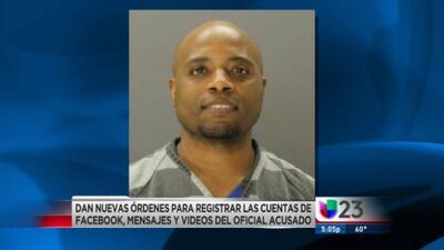 Revisarán las redes sociales y videos del oficial acusado de matar a un adolescente hispano