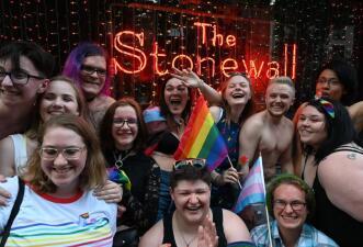 50 años de Stonewall: miles de personas celebran los avances y prometen seguir luchando por los derechos LGBTQ+