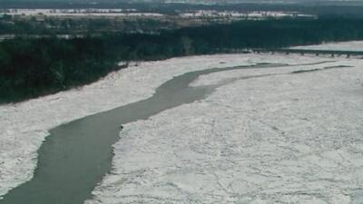 Río Kankakee se encuentra congelado por las bajas temperaturas y bajo riesgo de inundación