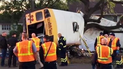 Accidente de autobús escolar deja 6 muertos en Tennessee