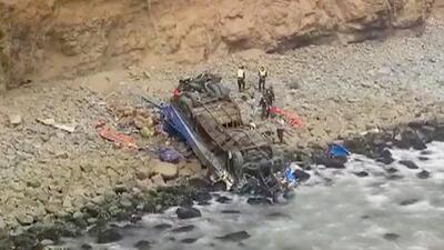 """""""La curva del diablo"""", el lugar donde un autobús con más de 50 personas a bordo se volcó en Perú"""