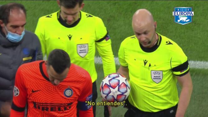El auxiliar de Conte le reclamó al árbitro sobre Arturo Vidal