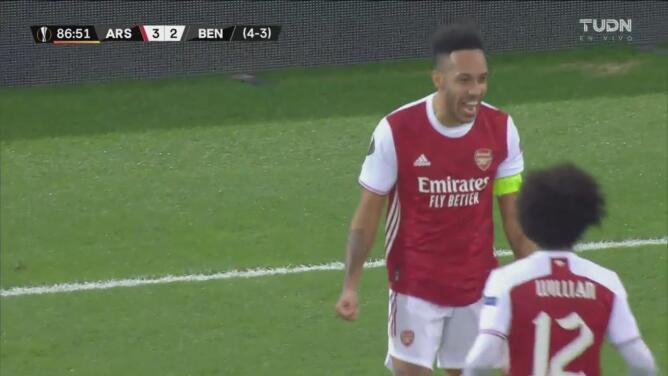 ¡El héroe del partido! Aubameyang marca el 3-2 para Arsenal