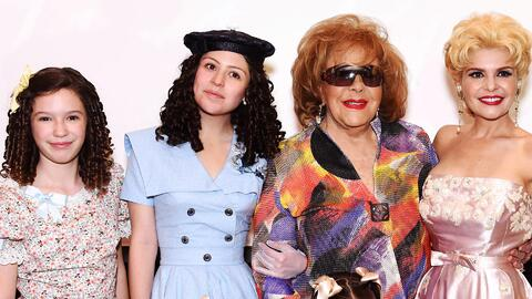 Silvia Pinal prestó sus vestidos, accesorios y hasta sus casas para la serie que contará su vida