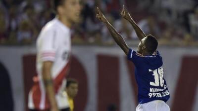 Cruzeiro sorprende a River Plate al derrotarlo en el Monumental