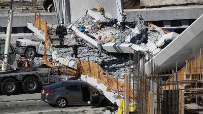 Colapso de puente peatonal en Miami deja varias personas muertas, heridos y autos atrapados