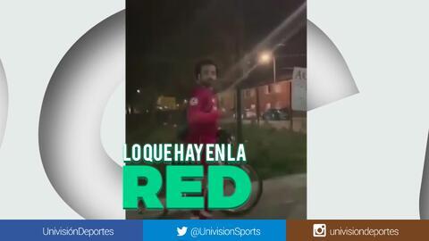 ¿Será o no será? ¿Mohamed Salah caminando solo en la mitad de la noche?