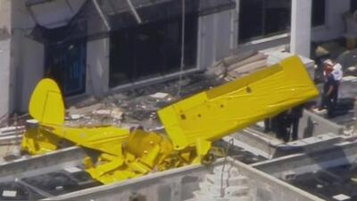 Una avioneta se estrella contra un edificio en Fort Lauderdale y los primeros reportes indican que hay víctimas mortales