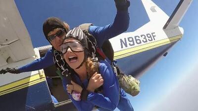 ¡Aventurera! Ximena se lanzó en paracaídas