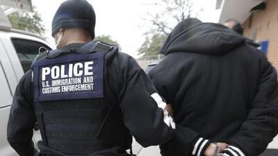 ICE ahora tiene la capacidad de localizar a indocumentados a través de sus celulares en Nueva York