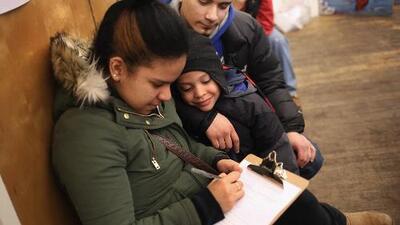 ¿Cuáles son los requisitos que debe cumplir un joven al aplicar a DACA por primera vez?