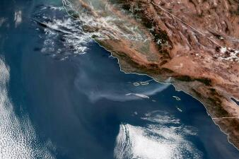 En fotos: 20 imágenes que muestran la destrucción y el caos de los incendios en el sur de California